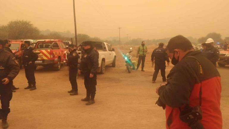 Incendios. Autoridades provinciales, entre ellas Alfonso Mosquera, llegaron a Ongamira. (Prensa Gobierno)